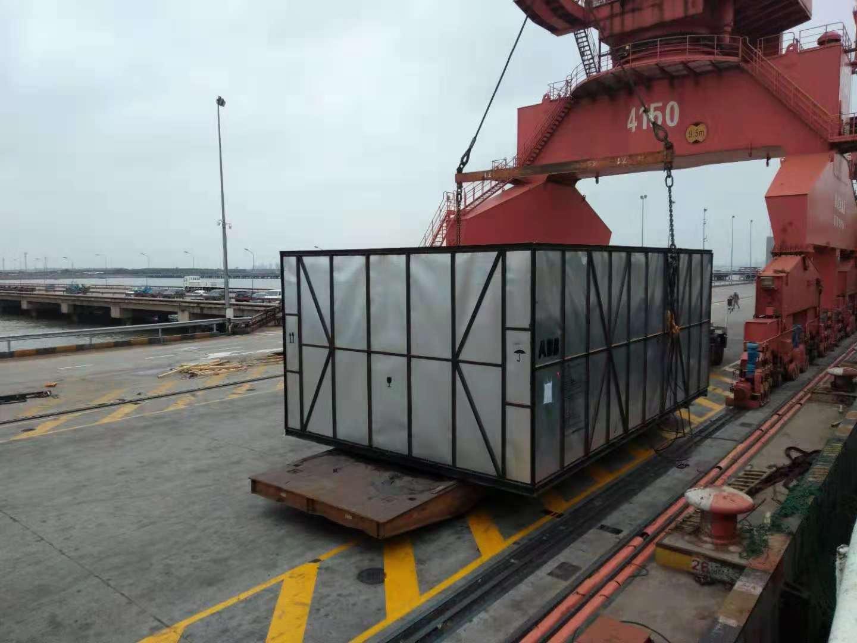 设备吊装上件杂船